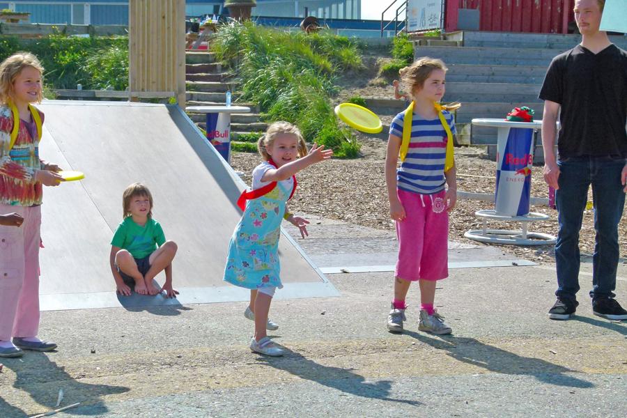 activiteiten beach games frisbee
